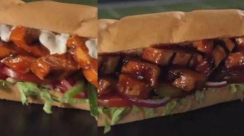 Subway TV Spot, 'Buffalo & BBQ Chicken: Footlong Season' - Thumbnail 5
