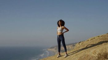Vuori Performance Jogger TV Spot, 'Beach Workouts'