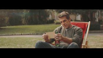 Dos Equis TV Spot, 'Seis-Foot Cooler' Featuring Maria Taylor, Chris Fowler - Thumbnail 7