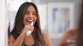 Crest 3D White Brilliance TV Spot, 'Get a Smile that Keeps Up' - Thumbnail 1