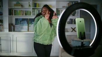 Cricket Wireless TV Spot, 'Mom Dancing to K-Pop' - Thumbnail 7