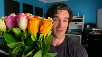 1-800-FLOWERS.COM TV Spot, 'Valentine's Day Gift' - Thumbnail 10