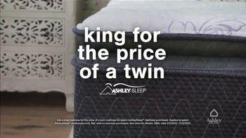 Ashley HomeStore Presidents Day Mattress Marathon TV Spot, 'No Interest, $300 Ashley Cash' - Thumbnail 4