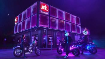 Jack in the Box Sauced & Loaded Tots TV Spot, 'The Late Night Vibe' - Thumbnail 6