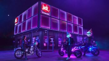 Jack in the Box Sauced & Loaded Tots TV Spot, 'The Late Night Vibe' - Thumbnail 7