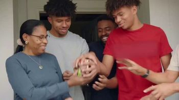 Burger King 2 for $5 Mix n' Match TV Spot, 'Holiday Joy Delivered: $1 Delivery, $5 Minimum' - Thumbnail 4