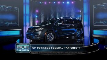 Chrysler Pacifica Family Pricing TV Spot, 'Game Show' Featuring Kathryn Hahn [T2] - Thumbnail 2