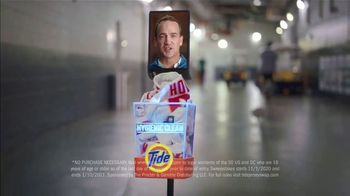 Tide Hygienic Clean TV Spot, 'Clean Jersey Swap' Featuring Peyton Manning - Thumbnail 9