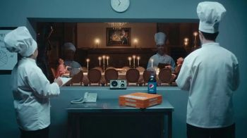 Little Caesars Pizza Peppperoni Cheeser! Cheeser! TV Spot, 'Sabe a un millón de dólares' [Spanish] - Thumbnail 5