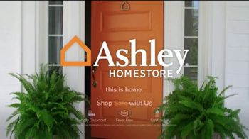 Ashley HomeStore Black Friday Weekend Sale TV Spot, 'Continued Doorbusters: Queen Bed and Sofa' - Thumbnail 6