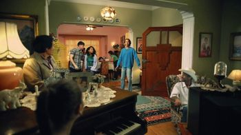 Snickers Peanut Brownie TV Spot, 'Problemas inesperados: familia' [Spanish] - Thumbnail 6