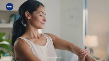 Nivea Essentially Enriched Body Lotion TV Spot, 'They Love It' - Thumbnail 9