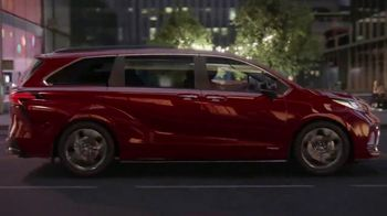 2021 Toyota Sienna TV Spot, 'Bold' [T1] - Thumbnail 8
