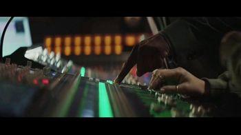 Hulu TV Spot, 'Hulu Doesn't Just Have Live Sports' Featuring Damian Lillard - Thumbnail 4