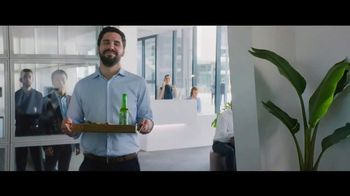 Heineken 0.0 TV Spot, 'Now You Can: Lunch at the Office' - Thumbnail 4