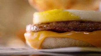 McDonald's Sausage McMuffin With Egg TV Spot, 'Hay gente' [Spanish] - Thumbnail 4