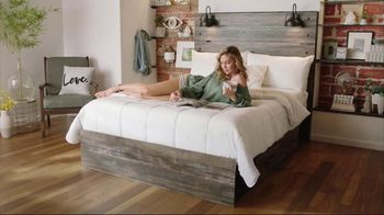 Ashley HomeStore New Years Mattress Sale TV Spot, 'Extended: 0% Interest and $300 Ashley Cash'
