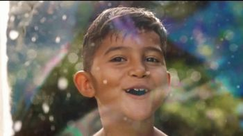 Kinder Joy TV Spot, 'Comer y jugar' canción de Len [Spanish] - Thumbnail 1