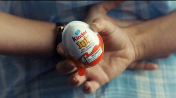 Kinder Joy TV Spot, 'Comer y jugar' canción de Len [Spanish] - Thumbnail 5