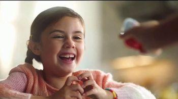 Kinder Joy TV Spot, 'Comer y jugar' canción de Len [Spanish] - Thumbnail 6