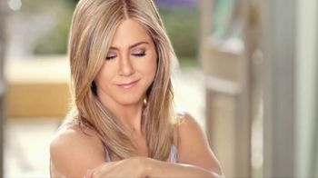 Aveeno Positively Radiant TV Spot, 'Get Your Glow On' Ft. Jennifer Aniston - Thumbnail 6