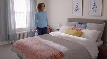 Febreze FABRIC Refresher Extra Strength TV Spot, 'Still Stuffy' - Thumbnail 8