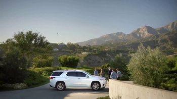 2018 Chevrolet Traverse TV Spot, 'Family Reunion: Driveway' [T1] - Thumbnail 9