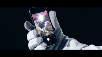 Apple iPhone 7 TV Spot, 'The Rock x Siri Dominate the Day' - Thumbnail 8