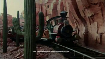 Walt Disney World Resort TV Spot, 'Magic All Around: Holiday Room' - Thumbnail 5