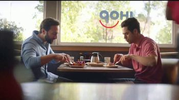 IHOP French-Toasted Donuts TV Spot, '¡Las cejas hablan!' [Spanish] - Thumbnail 2