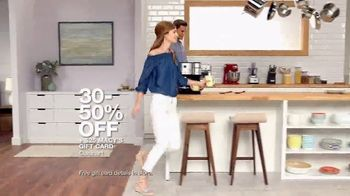 Macy's Big Home Sale TV Spot, 'Bedding, Kitchen and Luggage' - Thumbnail 5
