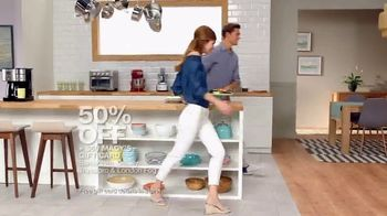Macy's Big Home Sale TV Spot, 'Bedding, Kitchen and Luggage' - Thumbnail 7