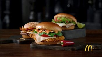 McDonald's Signature Sriracha Sandwich TV Spot, 'Salsa cremosa' [Spanish] - Thumbnail 1