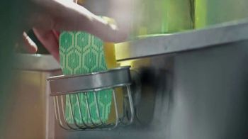 Scotch Brite Scrub Dots TV Spot, 'Introducing Scrub Dots' - Thumbnail 5