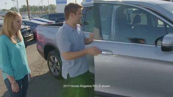 2017 Honda CR-V TV Spot, 'HGTV: The Hunt Begins' [T1] - Thumbnail 10