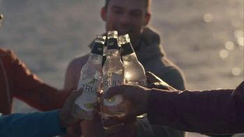 Truly Spiked & Sparkling TV Spot, 'Running' - Thumbnail 9
