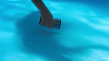 Samsung Galaxy S8 TV Spot, 'Summer: Pool Day' - Thumbnail 5