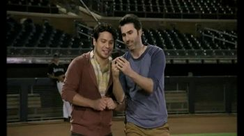 T-Mobile TV Spot, 'Salida al campo' con Nelson Cruz [Spanish] - Thumbnail 3