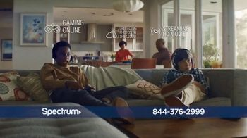 Spectrum TV Spot, 'Stay Connected' to it All - Thumbnail 3