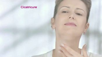 Cicatricure Anti-Wrinkle Cream TV Spot, 'Para verte más joven' [Spanish] - Thumbnail 4