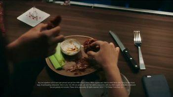 TGI Friday's Endless Apps TV Spot, 'Bacon Nachos and Chicken Quesadillas' - Thumbnail 4