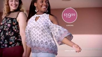 JCPenney TV Spot, 'Feminine Tops' - Thumbnail 7