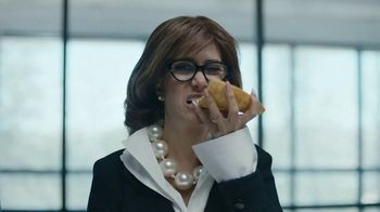 Pizza Hut TV Spot, 'Oven-Hot Pizza, Fast, Every Time' Feat. Kristen Wiig - Thumbnail 7