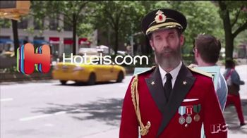 Hotels.com TV Spot, 'IFC: High Five' - Thumbnail 9