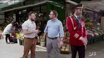 Hotels.com TV Spot, 'IFC: High Five' - Thumbnail 7