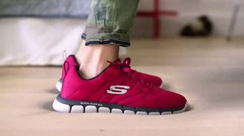 SKECHERS Memory Foam TV Spot, 'Jumping on the Bed' - Thumbnail 4