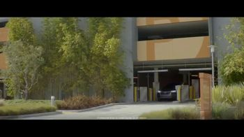2018 Audi Q5 TV Spot, 'Jogger' [T1] - Thumbnail 1