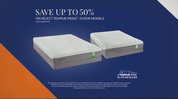 Havertys Tempur-Pedic Floor Model Closeout TV Spot, 'Find Incredible Deals' - Thumbnail 3