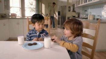 Oreo Chocolate Candy Bar TV Spot, 'Kids to Adults' - Thumbnail 1