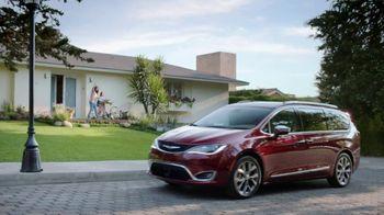 Chrysler Pacifica TV Spot, 'Hero' [Spanish] [T2] - Thumbnail 1
